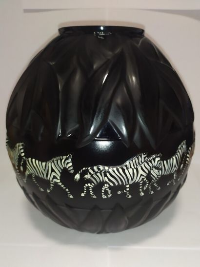 LALIQUE France (d'après)  Vase boule en verre...