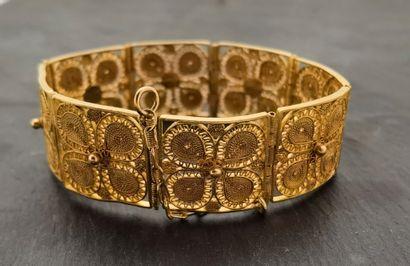 BRACELET filigrané en or haut-titre (22 Kts...