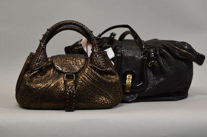 lot de deux sacs à main FENDI :      FENDI...