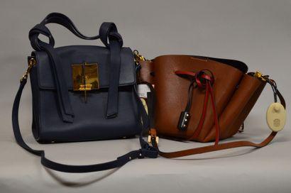 Lot de deux sacs à main :    VALENTINO  Sac...