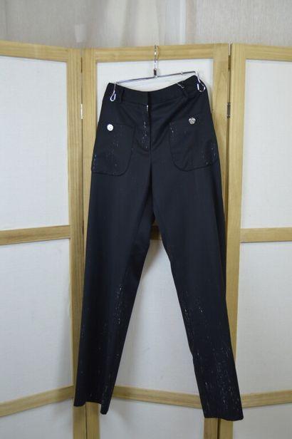 CHANEL  Pantalon en gabardine noir tacheté...