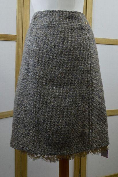CHANEL  Jupe droite en tweed gris chiné et...