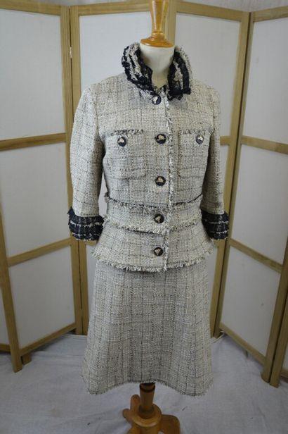 CHANEL  Tailleur deux pièces veste et jupe...