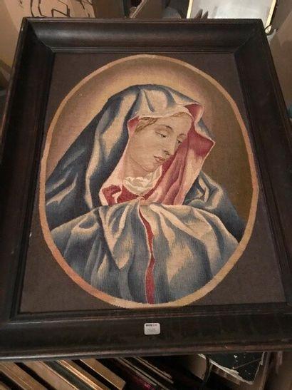 Portrait de la Vierge Marie en médaillon....