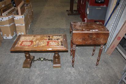 Petite table à volets en bois de placage...