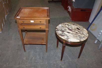 Table de chevet en bois naturel, le plateau...