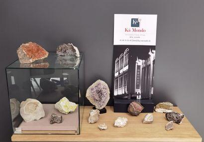 LOT de minéraux bruts divers, dont calcite,...