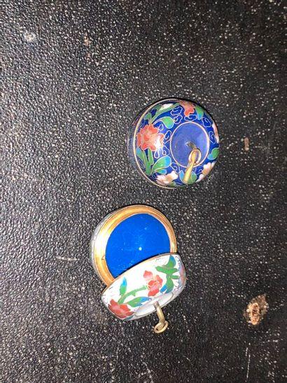 CHINE :  Deux boîtes pendentif en forme de...