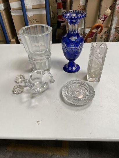 Lot en verre et cristal taillé comprenant...