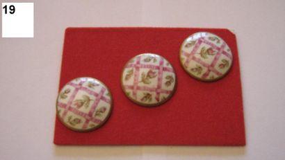 3 boutons assortis en porcelaine à décor...