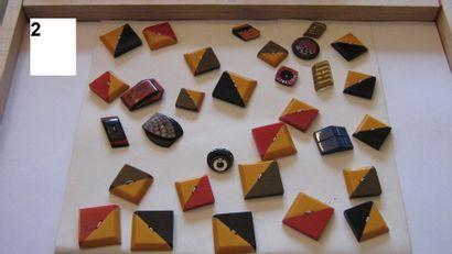 Carte de 36 boutons 1940. Plastique. (Différents...