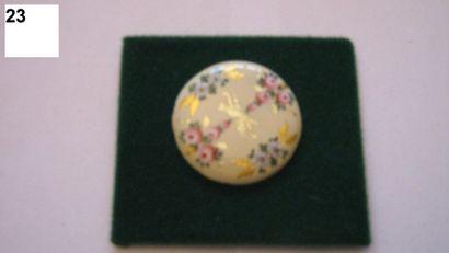 Bouton, peinture sur émail à motifs fleuris....