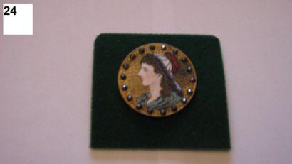 Bouton en métal à décor de profil de femme...