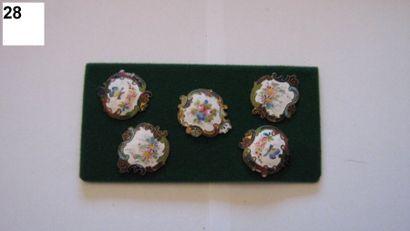 5 boutons en émail sur métal à décor de fleurs...