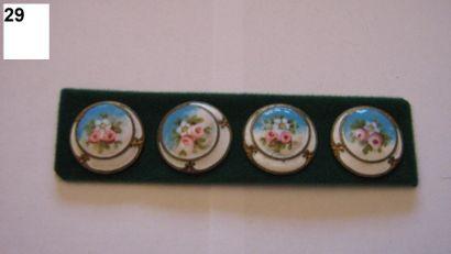 4 boutons en émail sur métal à décor floral....