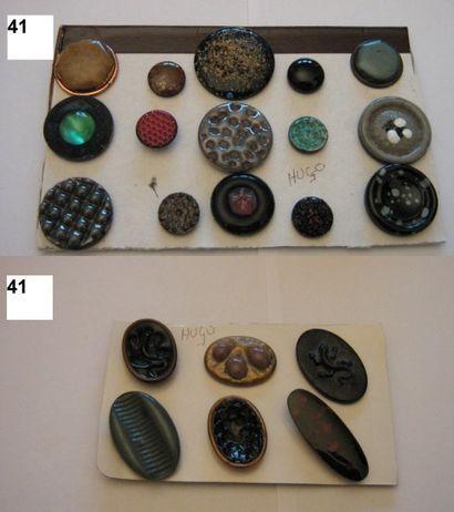 François HUGO. 1940-1950. 3 boutons en émail...