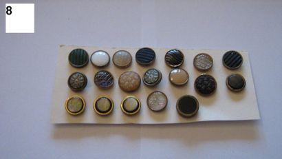19 petits boutons pour gilet d'homme. 19...