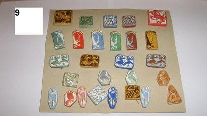 Série de 33 boutons en céramique.