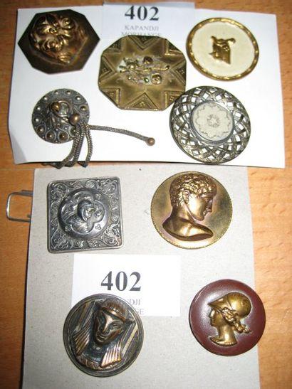 9 boutons divers dont bouton carré AP & Cie...
