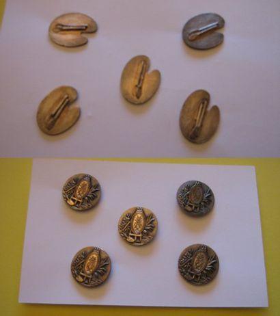 5 boutons en métal estampé AP&Cie Paris à...