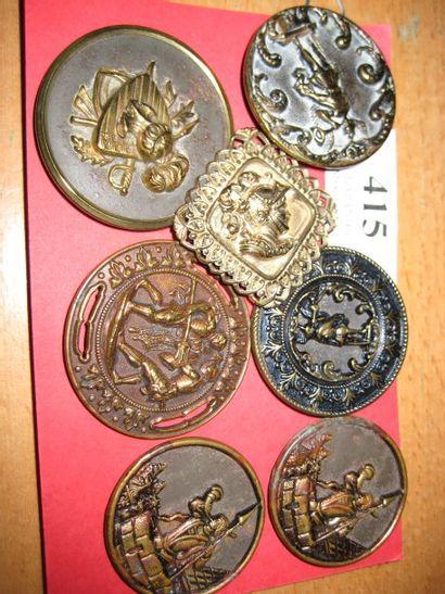 7 boutons en métal estampé, Picture Buttons....