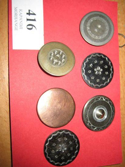 1 bouton plat en cuivre A&C Paris. 19ème....