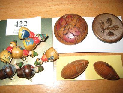 11 boutons en bois gravé de feuilles de chêne...