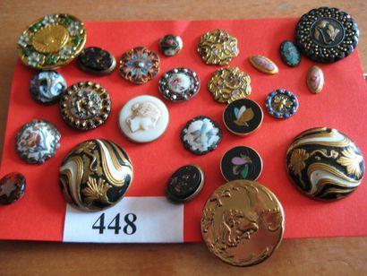 24 boutons en métal, verre et émail. 19è...