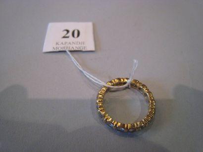 Alliance en or jaune ornée de 16 diamant...