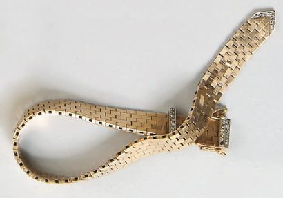 Bracelet ceinture en or jaune, boucle ornée...