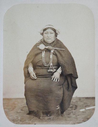 PORTRAITS, 1860-1910.  55 épreuves d'époque...