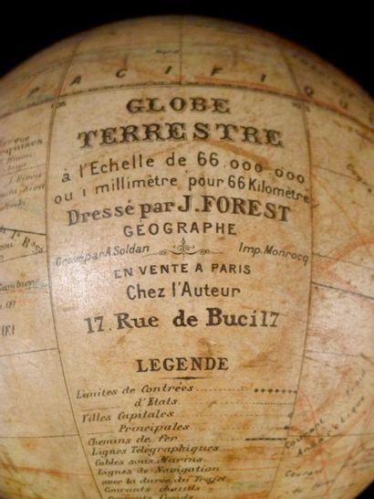 Globe terrestre FOREST. Inscription sur le...