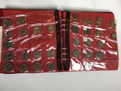 5 classeurs pièces euro et francs :  Premier...