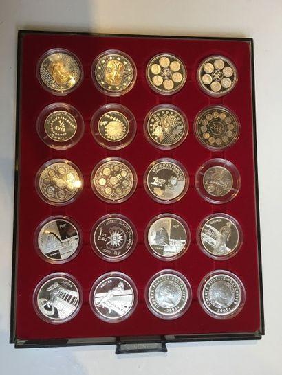 Ensemble de pièces en argent et métal de...