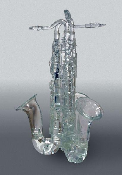 ARMAN Fernandez (1928-2005).  Les Trois Saxophones.  Sculpture en cristal, Édition...