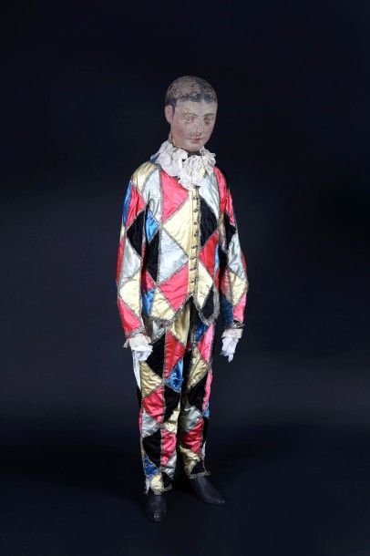 ARLEQUIN.  Mannequin en costume d'Arlequin...