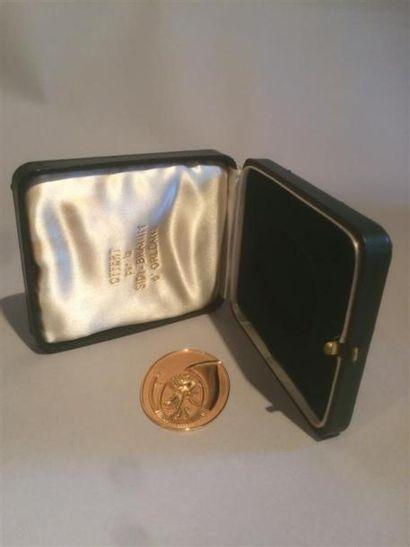 Une médaille en or,