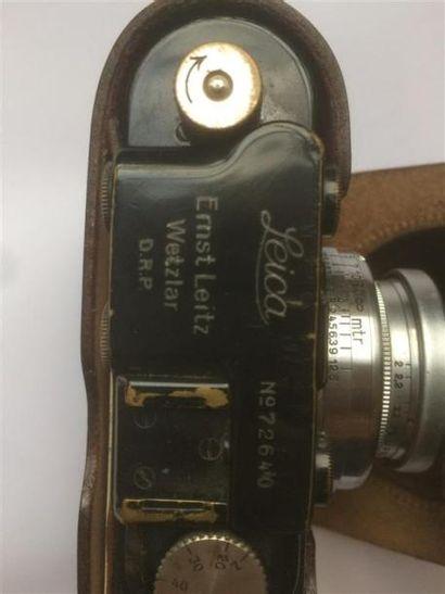 Un appareil photo de marque Leïca et un objectif.
