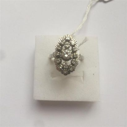Bague navette pavée de diamants de taille...