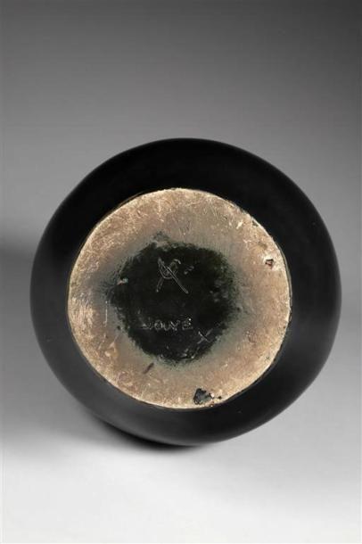GEORGES JOUVE (1910-1964). Important vase en céramique émaillée noire à panse asymétrique...