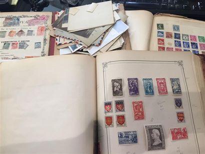 Très important lot de timbres répartis dans...