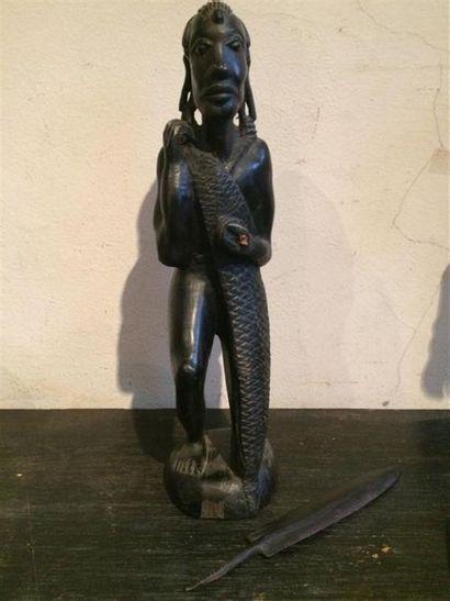 Une sculpture en ébène d'un guerrier Massaï...