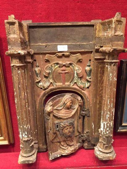 Linteau et porte de tabernacle en bois sculpté,...