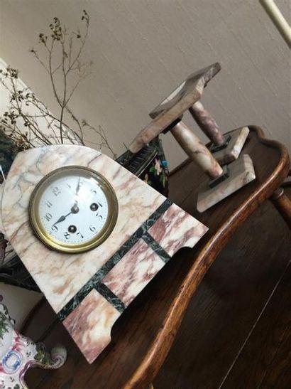Garniture de cheminée en marqueterie de marbre,...
