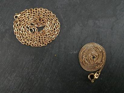 LOT comprenant deux chaînes en or jaune,...