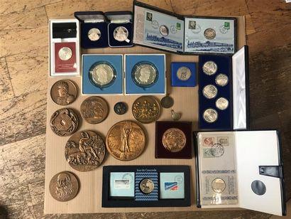Important lot de médailles comprenant : -Médaille...