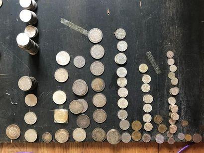 Important lot de pièces comprenant : -1 x...