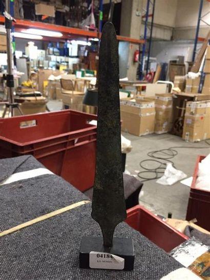 Un fer de lance monté sur socle. Probablement...