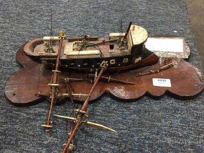 Une maquette de bateau en bois. (En l'état,...