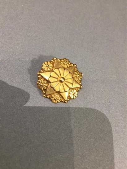 Petite broche moulée en or jaune 750 millièmes...